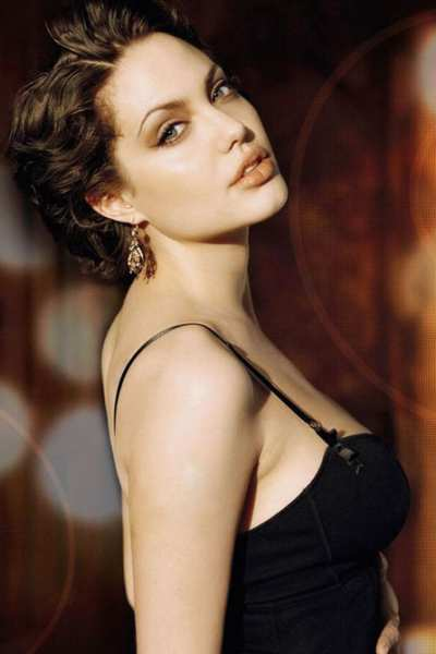 Angelina Jolie – visina: 170 cm, težina 59 kg, indeks tjelesne mase 20
