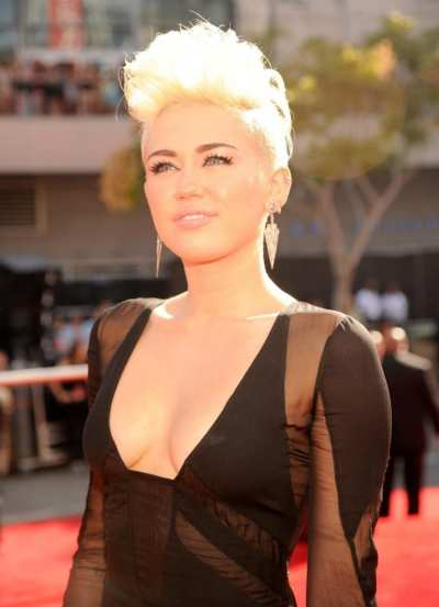 Miley Cyrus – visina 165 cm, težina 50 kg, indeks tjelesne mase 18